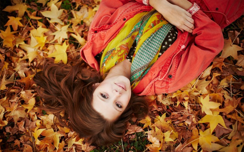 6941147-autumn-girl